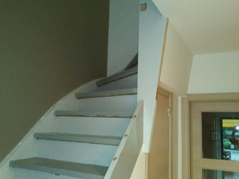 Betonnen Trap Inspiratie : Trappen schilderen zo begin je er aan upstairs traprenovatie