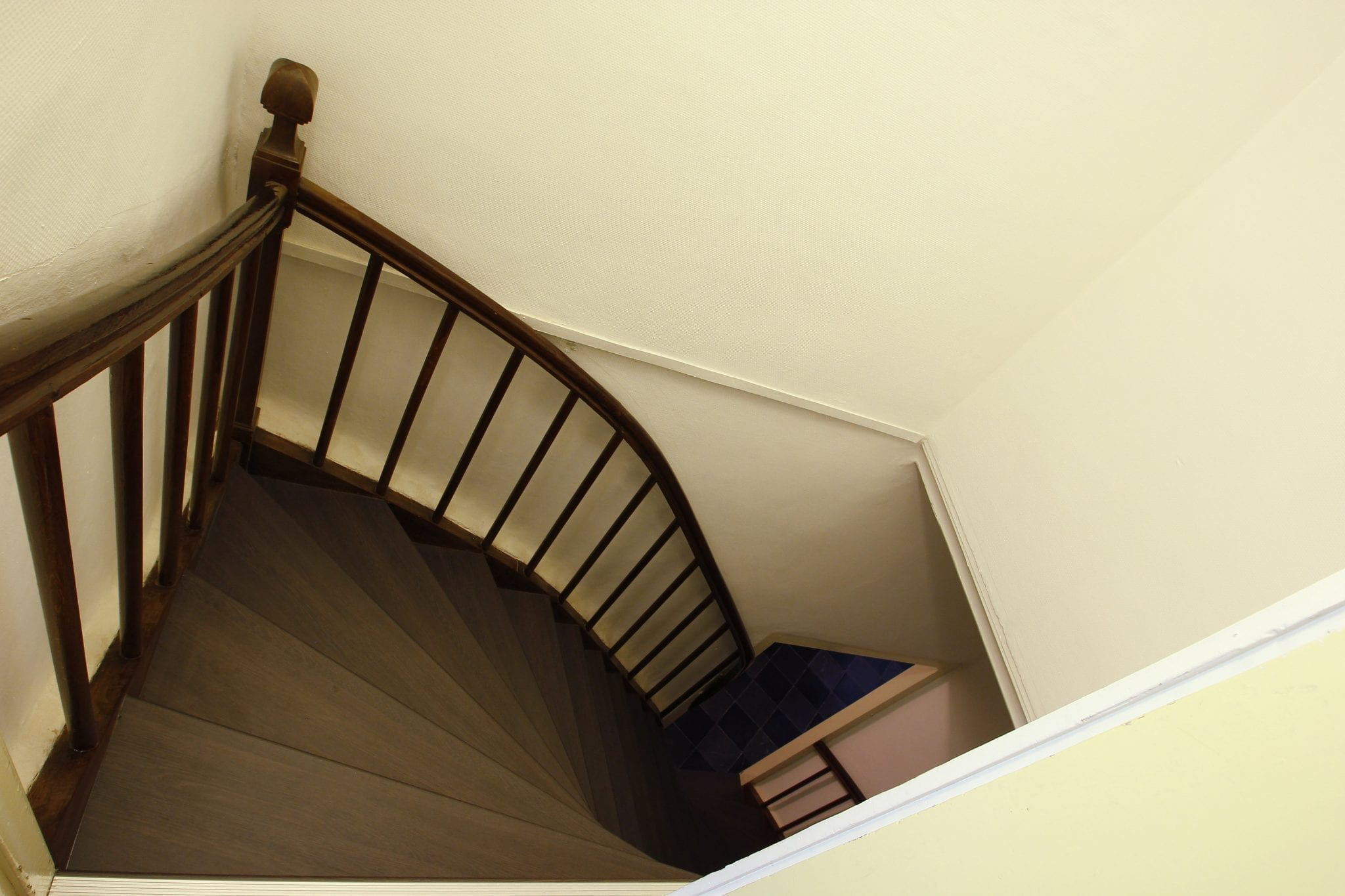Je trap behandelen tips tricks upstairs traprenovatie - Aanpassen van een houten trap ...