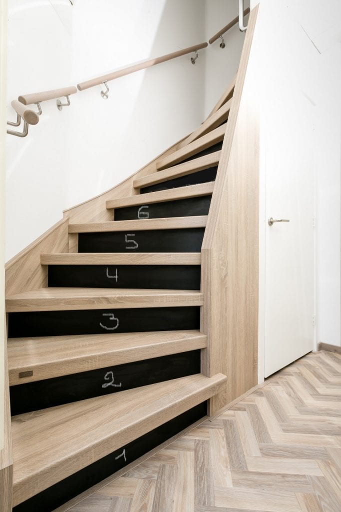 sichere treppe upstairs treppenrenovierung. Black Bedroom Furniture Sets. Home Design Ideas