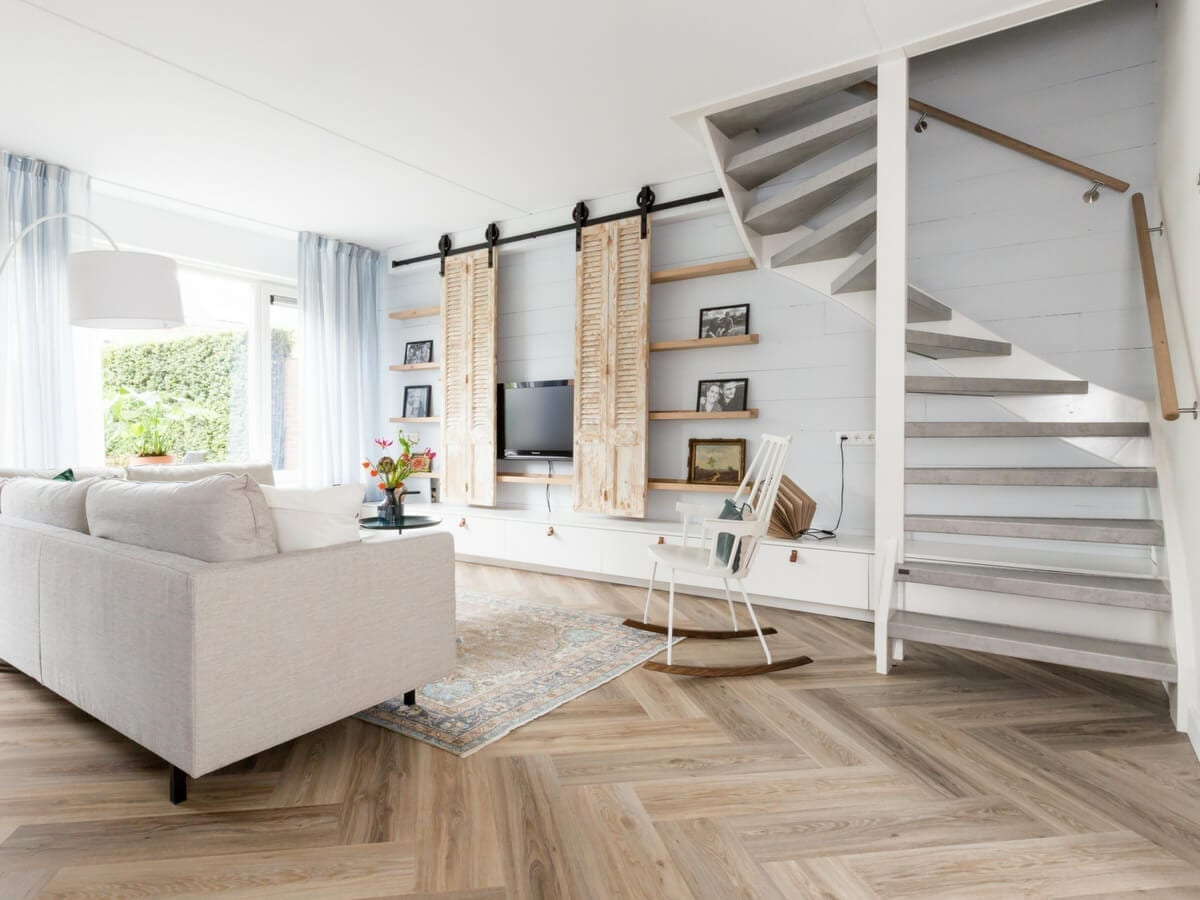 Open Staircase Renovation Is Possible At Upstairs